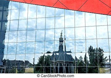 Spiegelung der Nieuwe Kerk am Spuiplein, Den Haag - The...