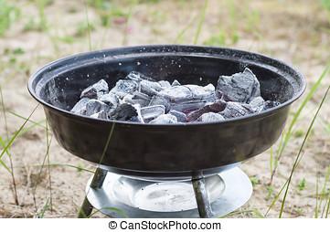 pequeño, carbón, ardiendo fuego lento, parrilla