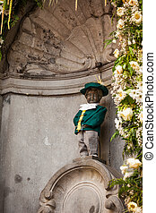 manneken pis is a landmark small bronze sculpture in...