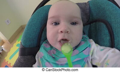 baby feed spoon mash - Parent feed little girl daughter from...