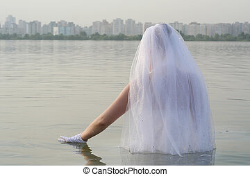 The bride in the water - The bride decided to cool down a...