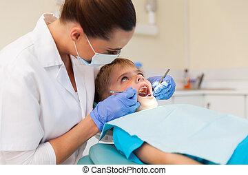 joven, niño, obteniendo, el suyo, dientes, examinado,...