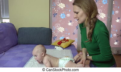 masseuse baby back care - Masseuse massaging little baby...