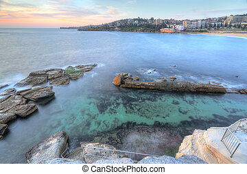 High views over Coogee Rock Pool - High views from the cliff...