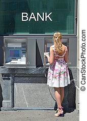 niña, en, ATM,