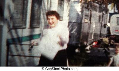 (8mm Vintage) 1957 Women Man - Original vintage 8mm home...