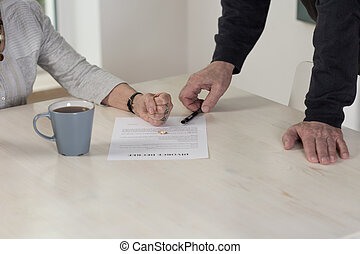 Facing up the divorce - Couple permanent disagreement leads...