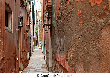 Narrow path in Venice, Italy - The typical narrow path...