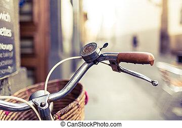 都市, 自転車, 上に, ぼんやりさせられた, 背景, バスケット, ハンドル