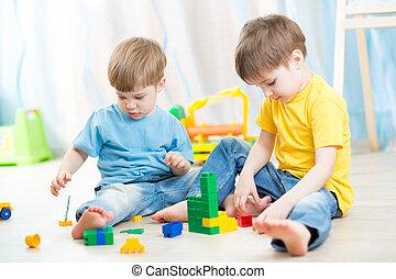 Kinder, spielende, Erbauer