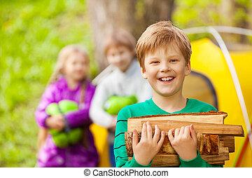 Junge, Holz, Besitz, Porträt, Freudenfeuer, glücklich