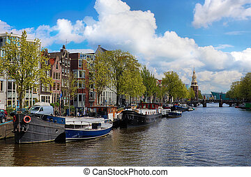 Canal in the old city of Amsterdam, Netherlands - Amsterdam...