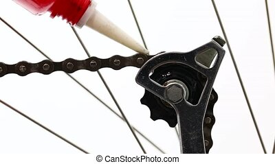 Oiling a bike chain an gears