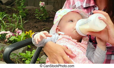 Five month baby girl eating - Mum feeds the daughter of a...
