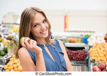 Woman shopping fruits - Blonde woman shopping organic...