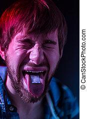 close-up, ligado, junkie, homem, Levando, LSD, ,