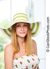 woman straw hat in sunny - Portrait of pretty cheerful woman...