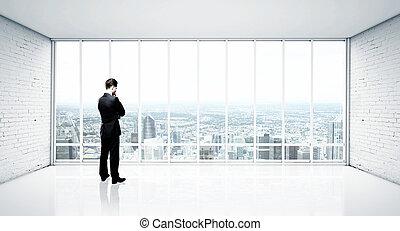 olhar, homem negócios, modernos, cidade
