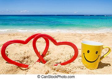 Happy face mug on the beach - Happy face mug with heart...