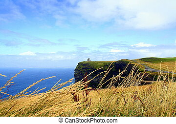 IRELAND\'S CASTLE - Cliffs of Moher looking north and rock...