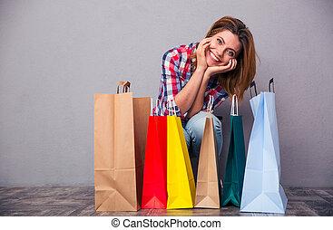 mulher, com, shopping, sacolas,