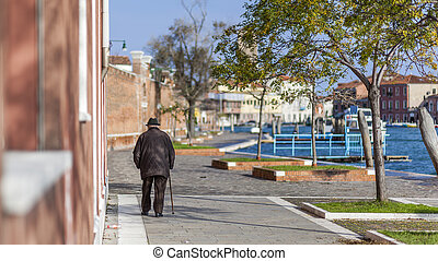 Ballad of an old man with a cane in Venice