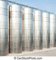 Stainless steel tanks for wine