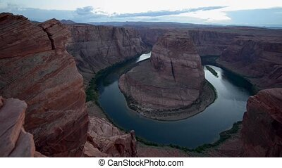 Horseshoe Bend pan righ after sunset - Horseshoe Bend...