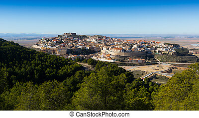 General view of Chinchilla de Monte-Aragon from hill...