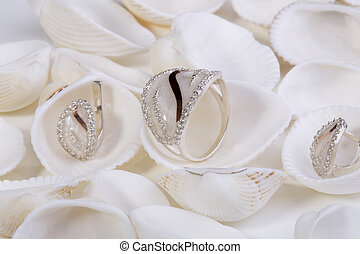Jewelry. - Beautiful gold ring and earrings with nacre and...