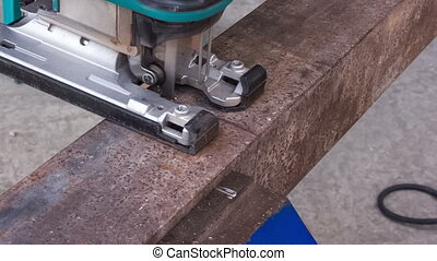 cutting metal workpiece - Cutting metal products using...