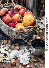 fruit basket and game lotto - Accessories picnic consisting...