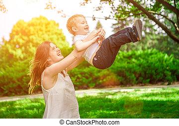 かわいい, プレーしなさい, 母, 子供, 朗らかである, 屋外で