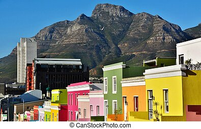 Bo-Kaap and Devils Peak - Landscape with colorful Houses in...