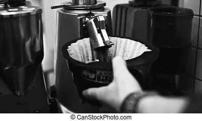 collects freshly ground coffee from the grinder - Barista...