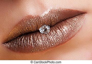 Bronze lips - Lips bronze color