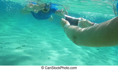 Taking smartphone underwater to get a nice shot - Slow...