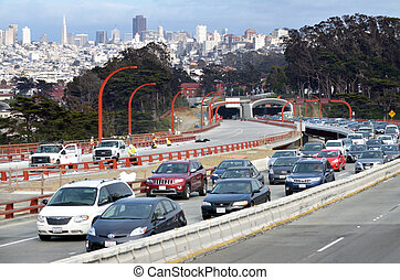 Traffic in San Francisco parkway tunnels - SAN FRANCISCO -...