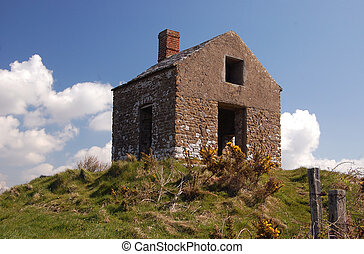 Derelict house - Disused house - the old Customs Lookout...