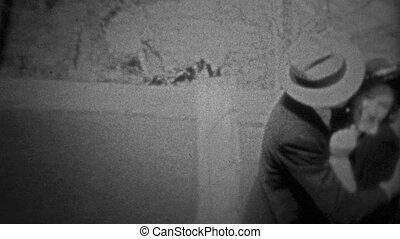 CHICAGO - 1942: happy couple - Unique vintage 8mm film home...