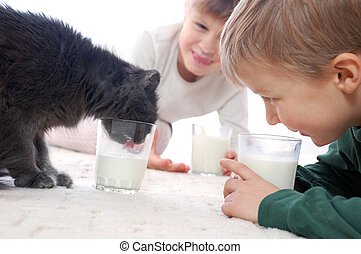 they all like milk - cat and kids drinking milk