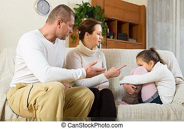 hogar, regaño, hija, padres
