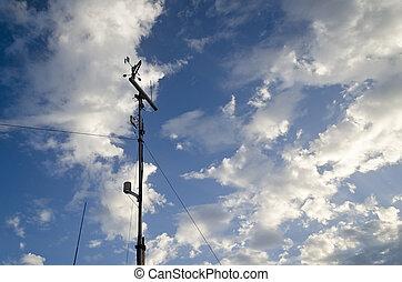 anemómetro, y, viento, veleta, en, azul, cielo,