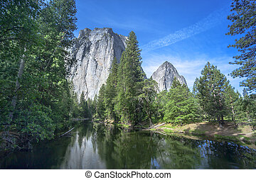 Yosemite National Park - Yosemite Midle Cathedral and Merced...