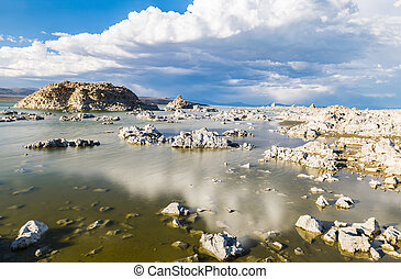 Mono Lake - Tufa formations in Mono Lake Long exposure...