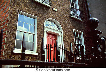 Brick house with red door in Dublin, Irland