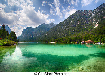 Lake dobbiaco, Dolomites mountain
