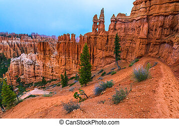 Peek-a-boo loop trail Bryce Canyon - Looking down a winding...