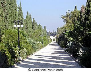 Akko Bahai Gardens the alley 2003
