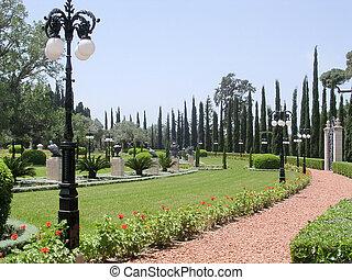 Akko Bahai Gardens the alley 2004